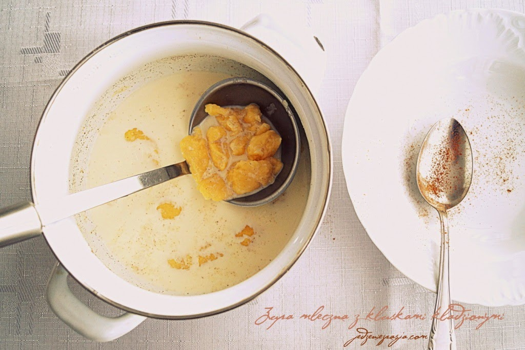 Zupa mleczna z kluskami kładzionymi