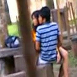 Estudante Metendo no Patio da Escola - http://www.videosamadoresbrasileiros.com