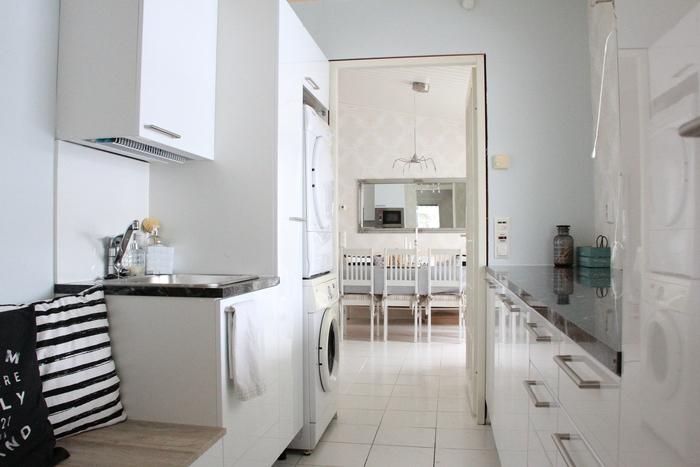 Valkoista Harmoniaa Kodinhoitohuoneen uudet kalusteet