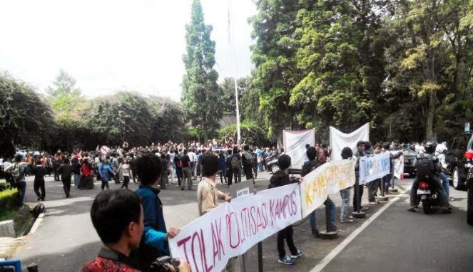 Mahasiswa ITB Bandung Tolak Kedatangan Jokowi