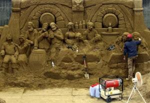 Melihat Pembuatan Patung Pasir di Museum Pasir