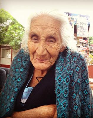 Abuela en el mercado de Tepoztlán