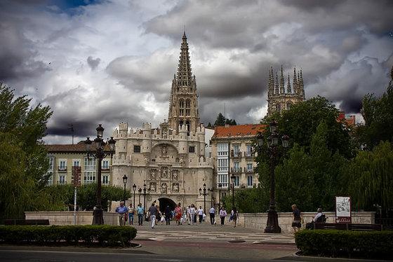 imagen_que_visitar_burgos_turismo_gratis_visita_espolon_catedral_puente_arco_santa_maria