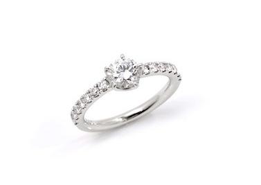 義父から譲り受けたダイヤモンドで大切なエンゲージリングを作る。