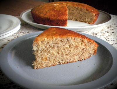 Low Fat Banana Cake Eggless Recipe @ http://treatntrick.blogspot.com