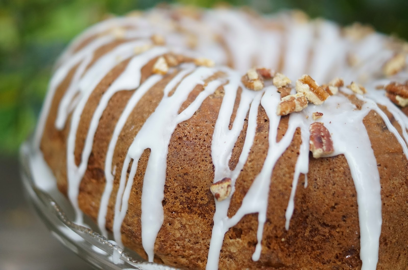 apple pecan bundt cake with apple cider glaze