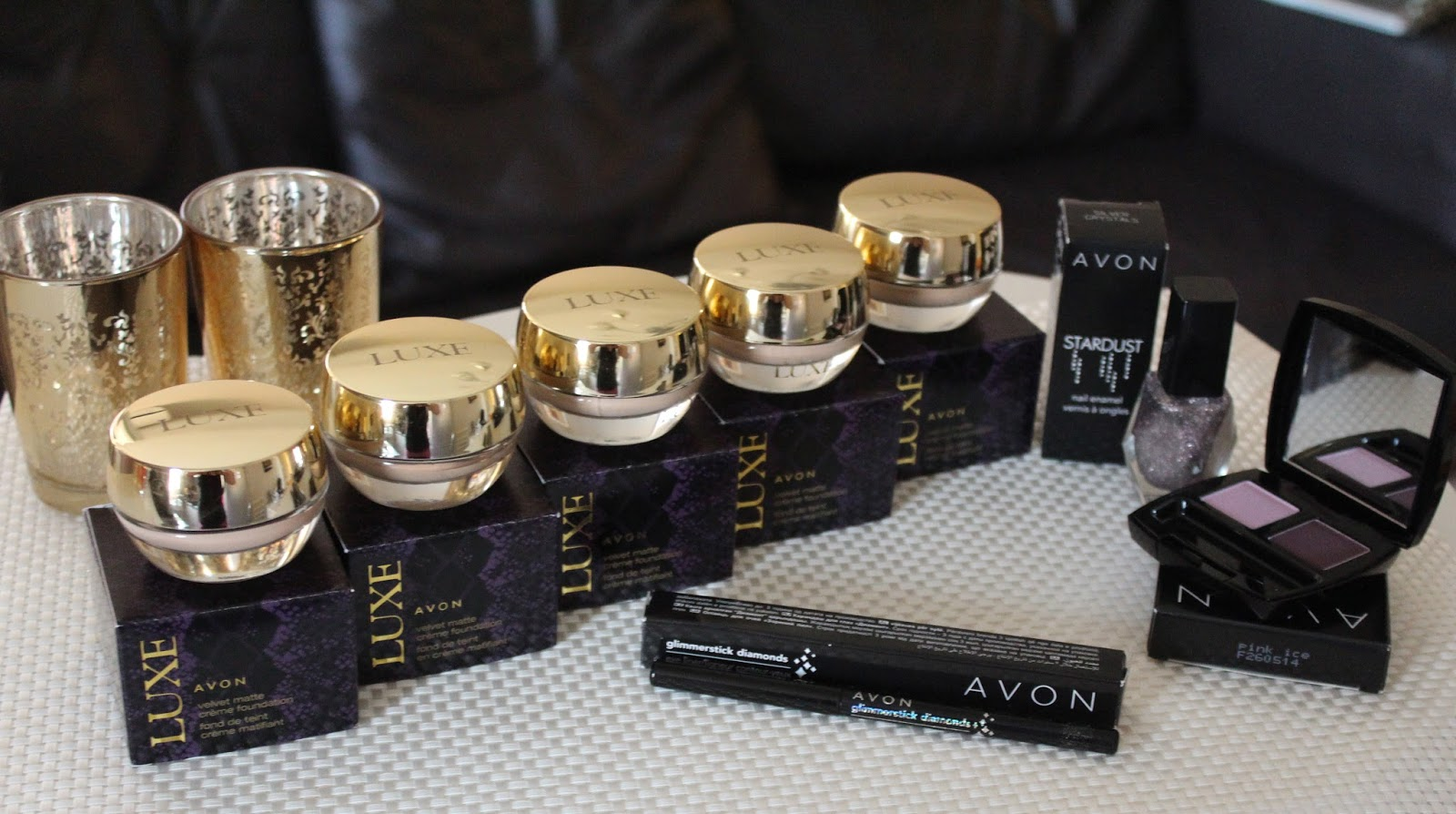 AVON Luxe Velvet Matte Creme Foundation (sve nijanse) + Look kreiran komplet Avon šminkom