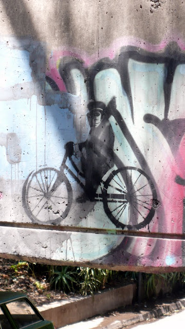 street art in santiago de chile stencil arte callejero monkey on a bike