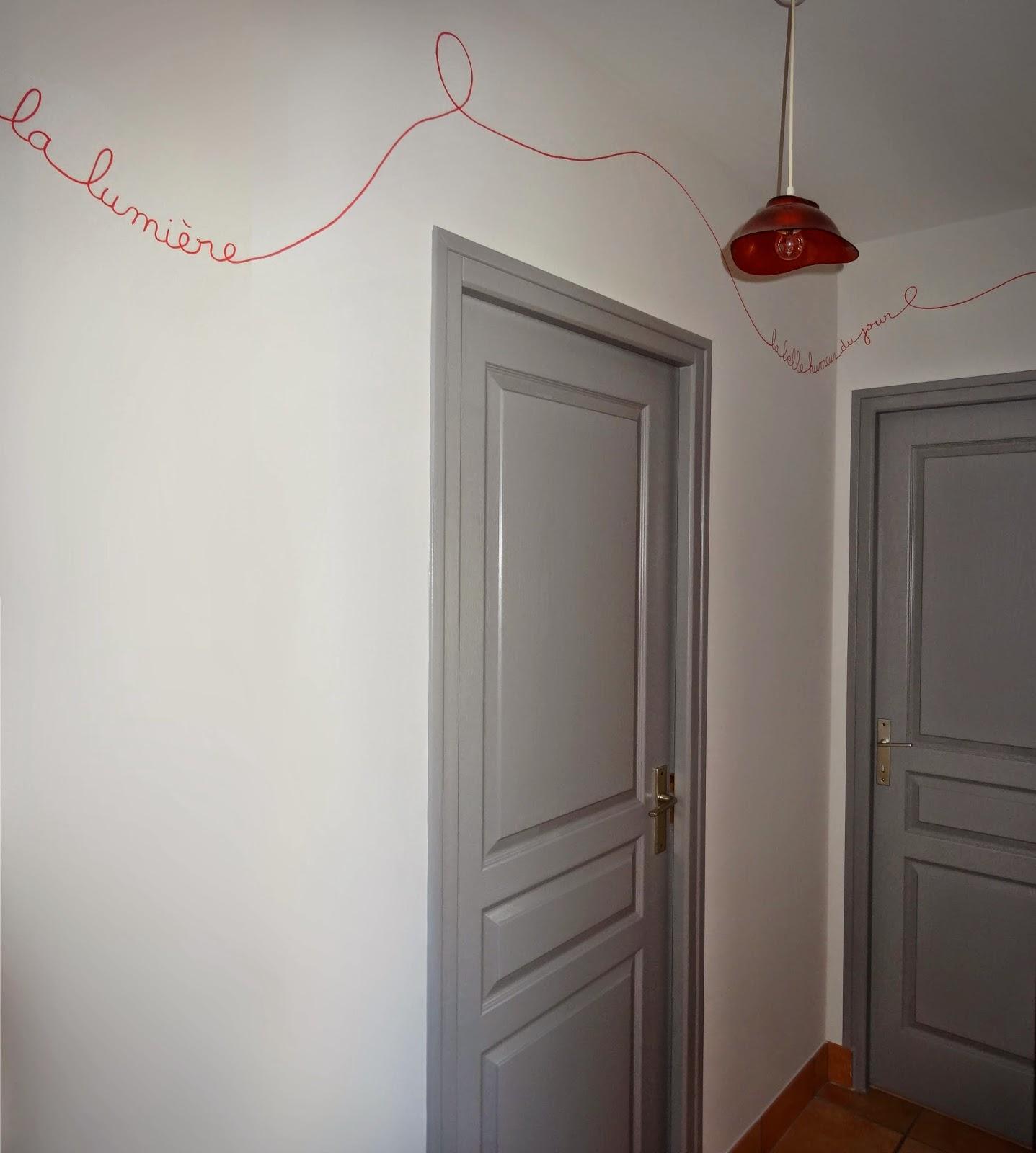 Couloir peinture bicolore maison design for Modele peinture couloir