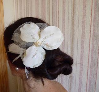 tocado de novia orquídea en pelo