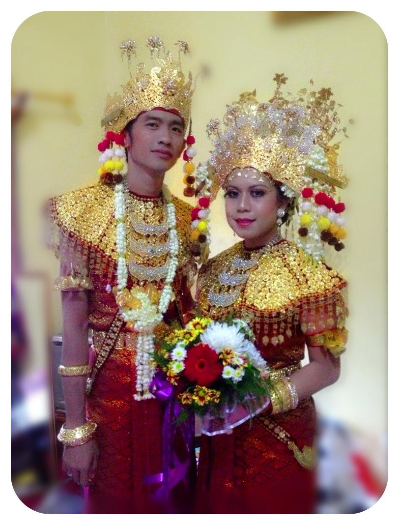 Marina salon-perias pengantin-dekorasi pelaminan-lkp kecantikan kulit