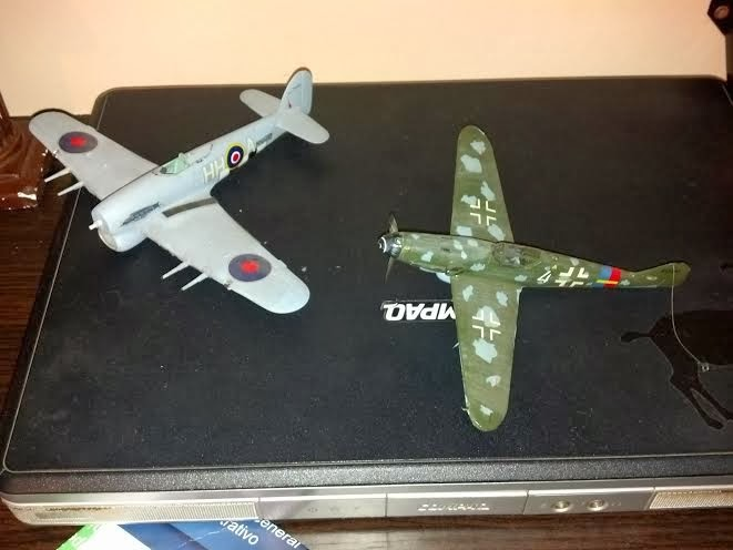 maquetas de aviones Messerschmitt BF 109 y Hawker Tempest
