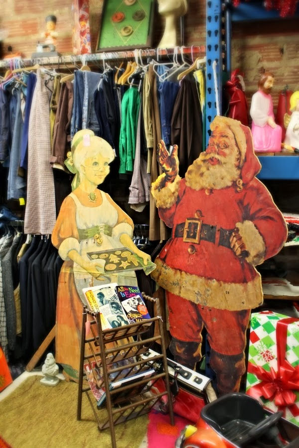 Vintage Shop Holiday Decor #vintage #christmas
