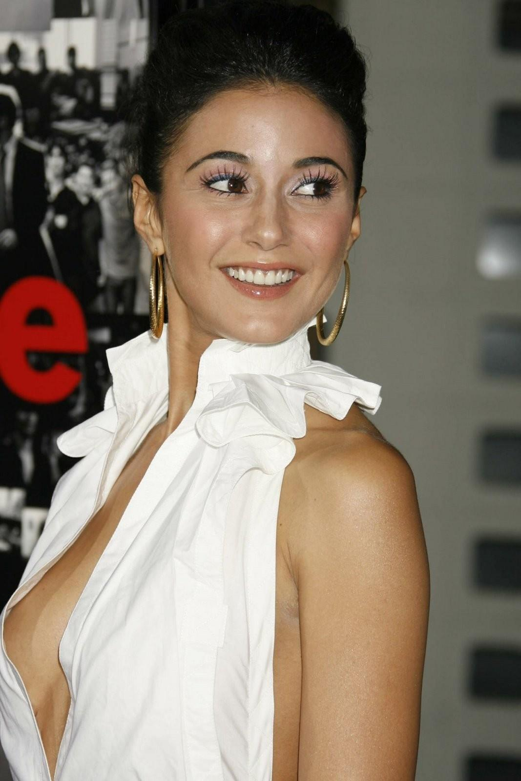 Emmanuelle chriqui in the first s2e09