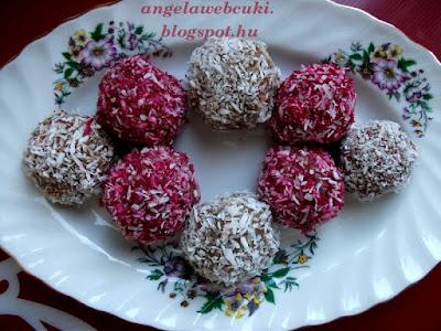 Kekszgolyó, egy sütés nélküli, gyorsan elkészíthető édesség, kókuszreszelékben megforgatva.