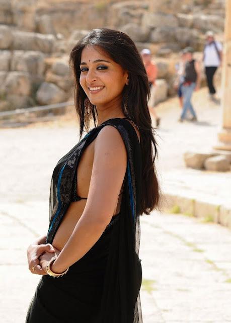 Anushka Shetty Spicy Stills In Black Saree 7