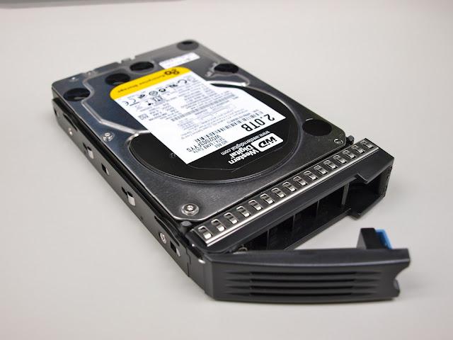 準備插入抽取盒的硬碟