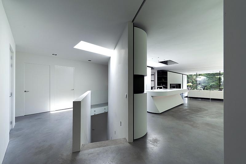Casa unifamiliar minimalista, proyectada por el estudio 123dv ...