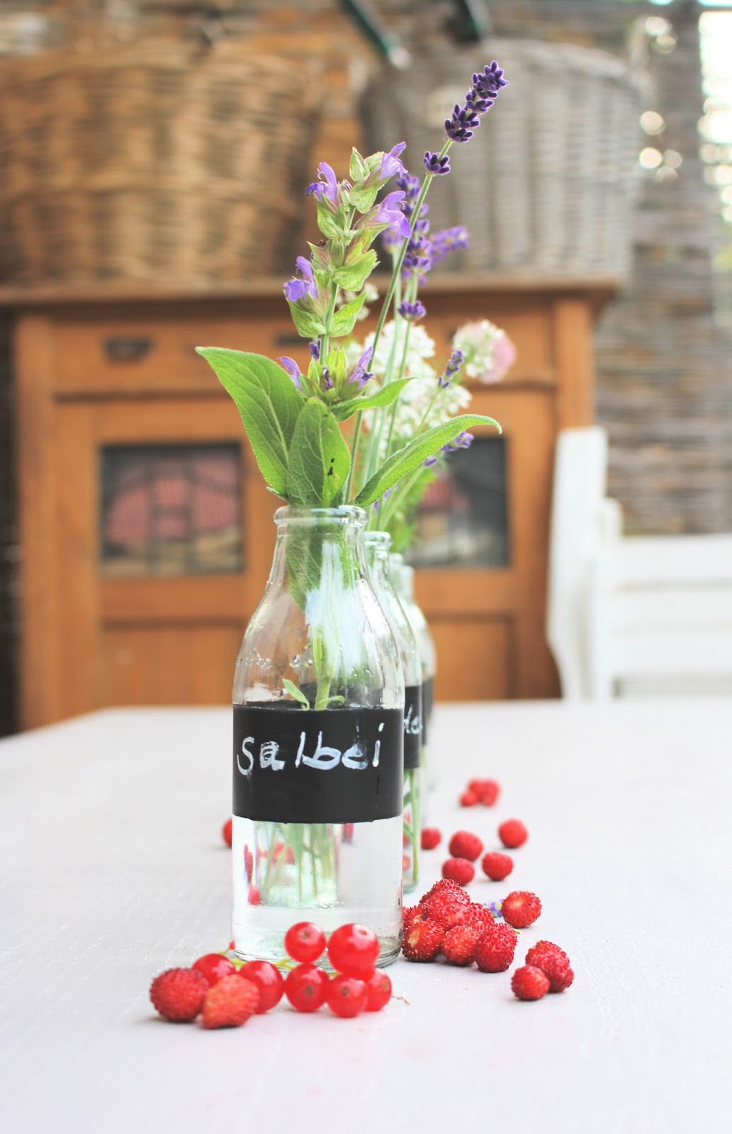 Die Landfrau Gartenparty Spezial Tischdeko Mit Blühenden Kräutern