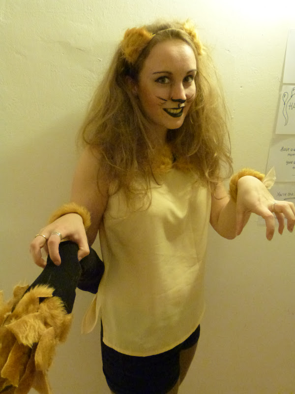DIY Lion Costume http://trendswb.blogspot.com/2012/10/diy-lion-costume.html