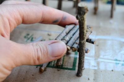 Cómo hacer sillas de juguete con ramas en Recicla Inventa