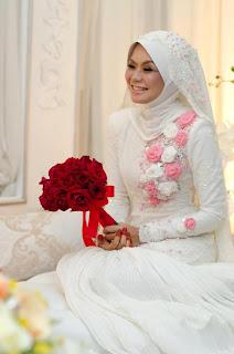 baju nikah putih pink