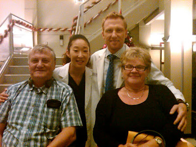 sandra oh and kevin mckidd behind the scenes on the grey's anatomy set