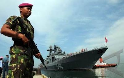 Kapal Perang Rusia Admiral Panteyeyev Bersandar di dermaga Makasar