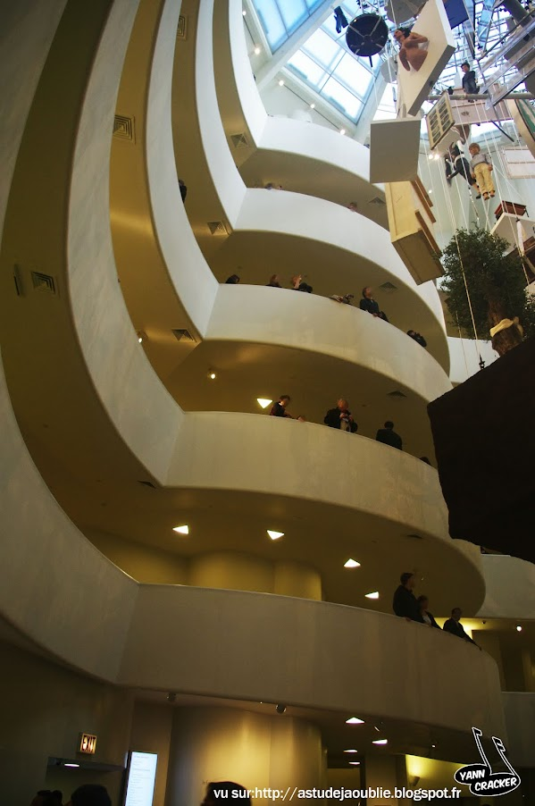 New York City - Guggenheim Museum  Architecte - Frank Lloyd Wright  Construction - 1959