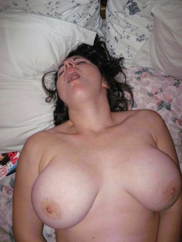 Mature wife receiving oral by a lad 4