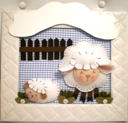 Enfeite de porta ovelhinha feltro 28x32