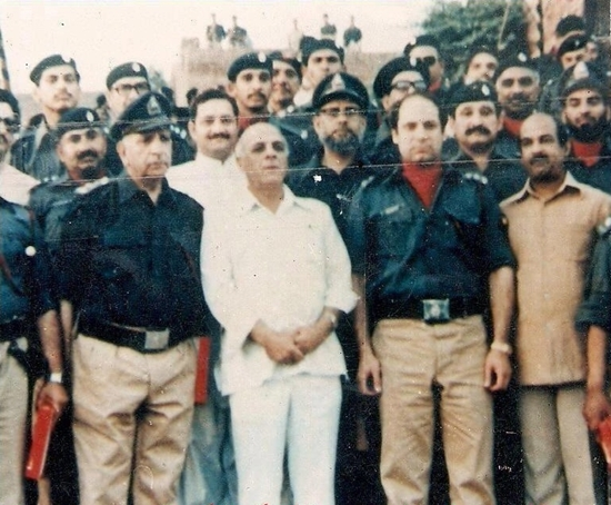 nawaz-sharif-in-police-uniform-photo
