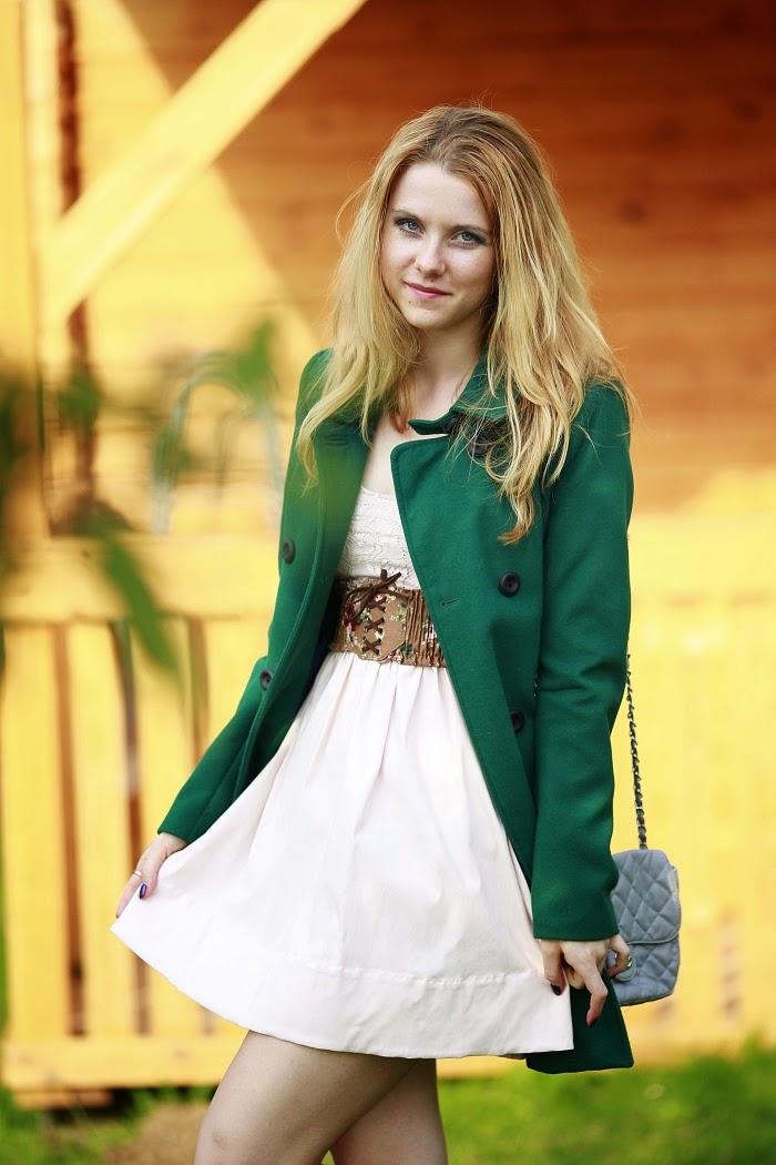 blogerky v zahraničí, zelený kabát, stradivarius