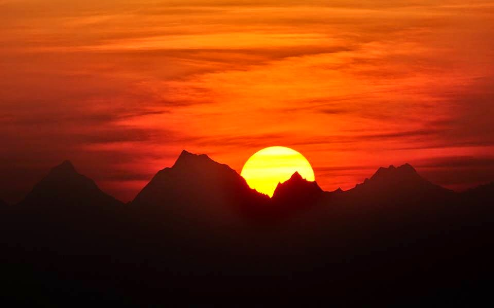 Sunrise over Himalayan peaks