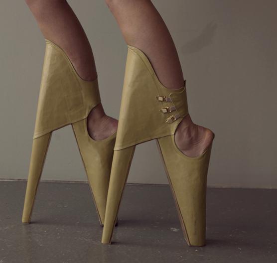 Scary Beautiful, chaussures signées Leanie Van Der Vyver et René van den Berg