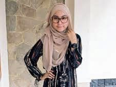 foto muslimah cantik berkacamata