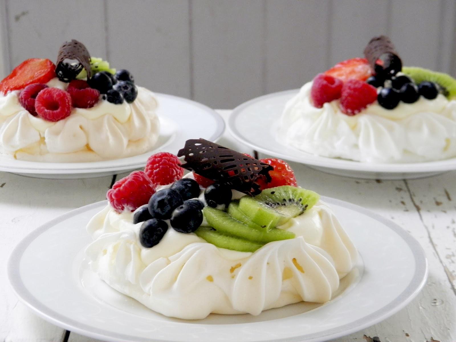 The Sweet Macaron ~ baked with love: Fruit & Berry Mini Pavlovas