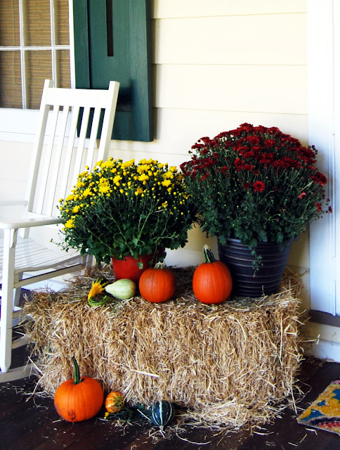 outdoor fall decorating ideas | front porch decorating ideas for fall and autumn http://schulmanart.blogspot.com/2013/09/fall-decorating-ideas-for-outside.html