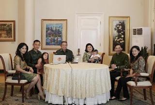 Salah satu foto SBY di twitter bersama keluarga