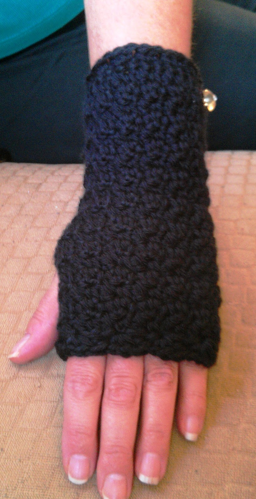 Hand Crochet : Cute Crochet Chat: New Crochet Hand/Wrist Warmers Pattern
