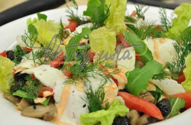 Pembe Soslu Mantar Salatası Tarifi