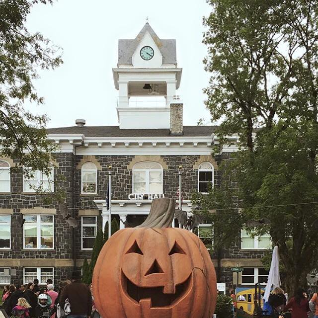 halloween town speech By the 1920s and 1930s, halloween had become a secular, but community-centered holiday, with parades and town-wide parties as the featured entertainment despite the best efforts of many schools and communities, vandalism began to plague halloween celebrations in.
