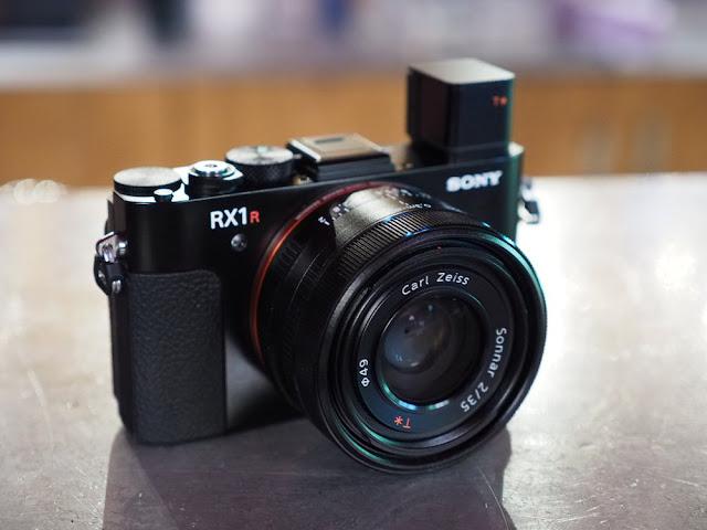 Hãng Sony ra mắt máy ảnh RX1R phiên bản thế hệ II