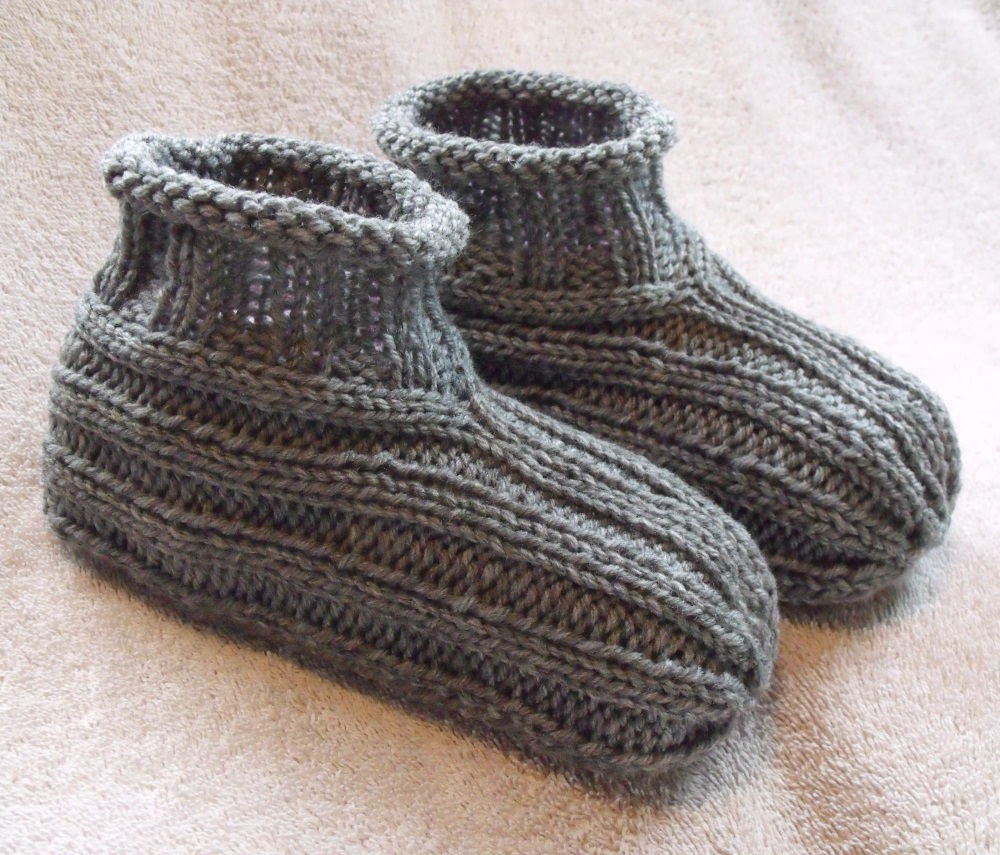 Patterns For Knitting Slippers : KweenBee and Me: Learn to Knit Adult Bootie Slippers