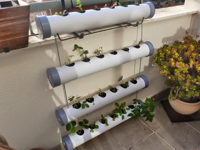 Hecho a mano mi primer huerto for Casas para jardin de pvc