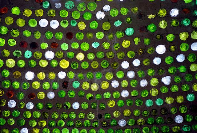Cúpula construída com 2.500 garrafas de vinho
