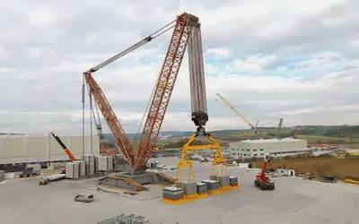 LR13000 самый большой мире подъемный кран, способный самостоятельно передвигаться, максимальный вес тысячи тонн