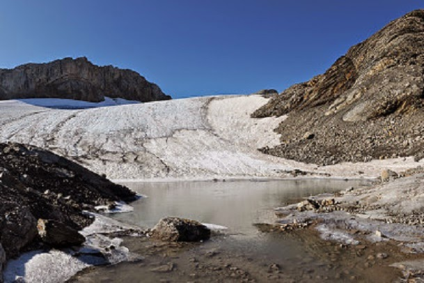 Swiss urge glacier hikers to look for artefacts