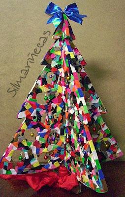 árbol de navidad de cartón y sobras de fieltro-