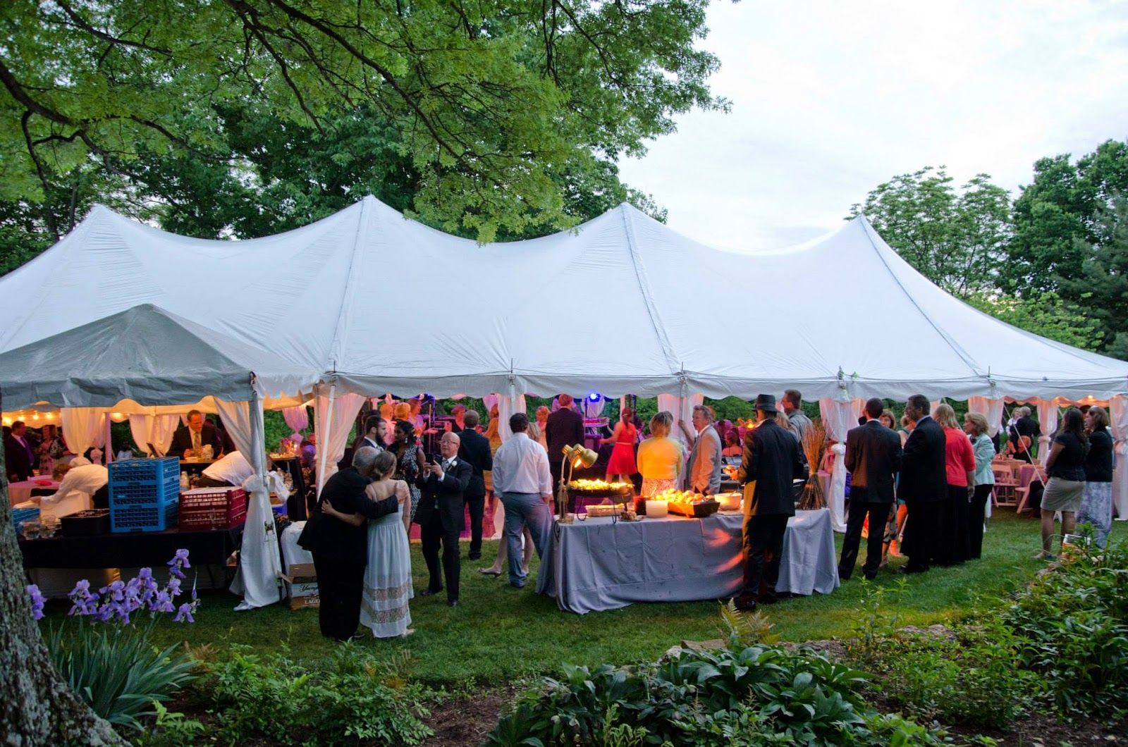 http://www.advantagetentrental.com/wedding-tent-gallery/
